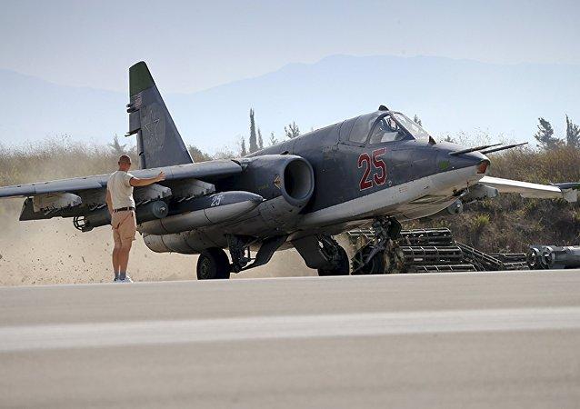 El avión de asalto Su-25 se prepara para el despegue