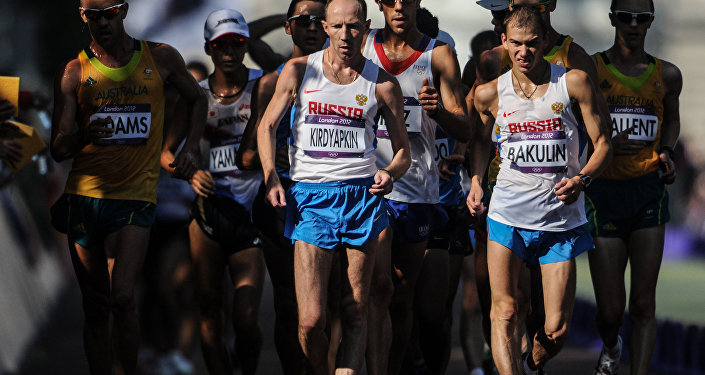 Atleta ruso, Serguéi Kirdyapkin, participa en una competición de atletismo durante JJOO en Londres