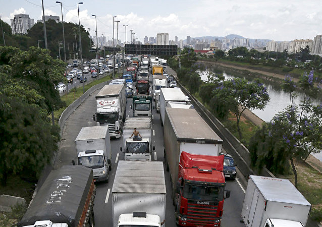 Camioneros de Brasil bloquean carreteras, 9 de noviembre de 2015