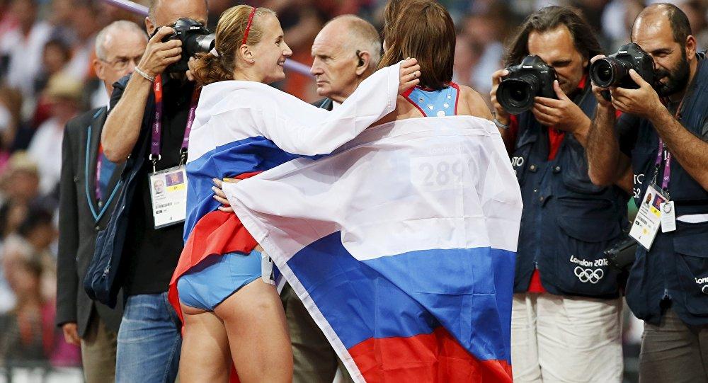 Atletas rusas María Savinova y Ekaterina Poistogova, JJOO de 2012 en Londres