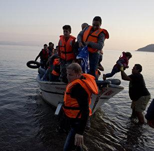 Refugiados sirios en una embarcación pesquera (Archivo)