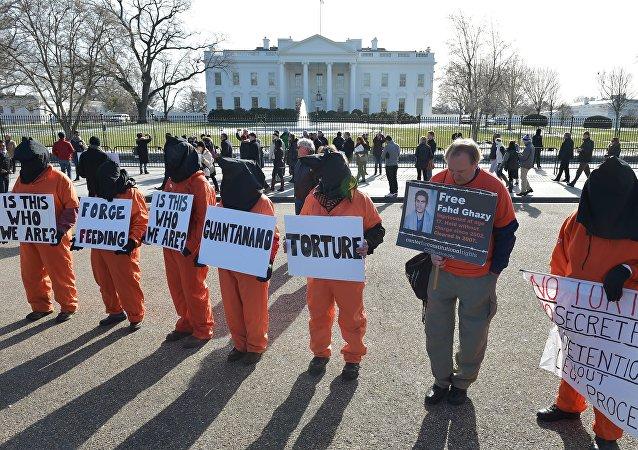 Manifestación en contra de la cárcel Guantanamo en Washington D.C.