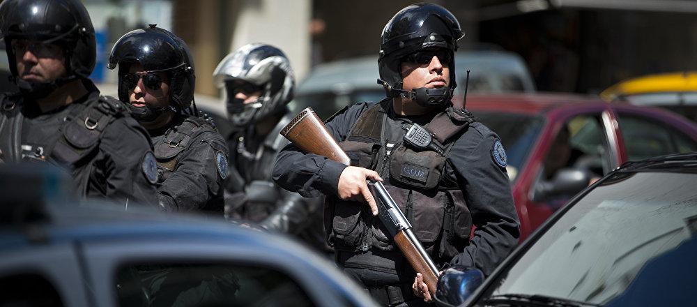 Policía antidrogas durante una operación especial en Buenos Aires (archivo)