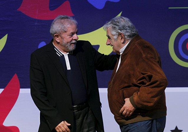 Luis Inacio Lula da Silva (izda.) y José Mujica