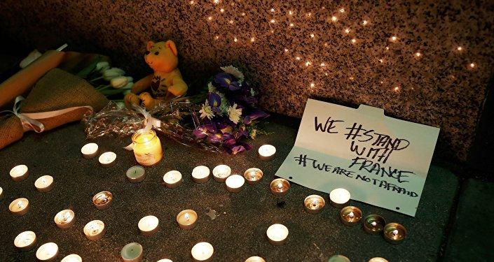Memorial improvisado en honor a las víctimas del ataque terrorista en París