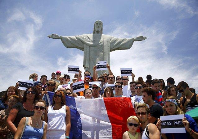 Reunión en homenaje a las victimas de los atentados de París en Río de Janeiro