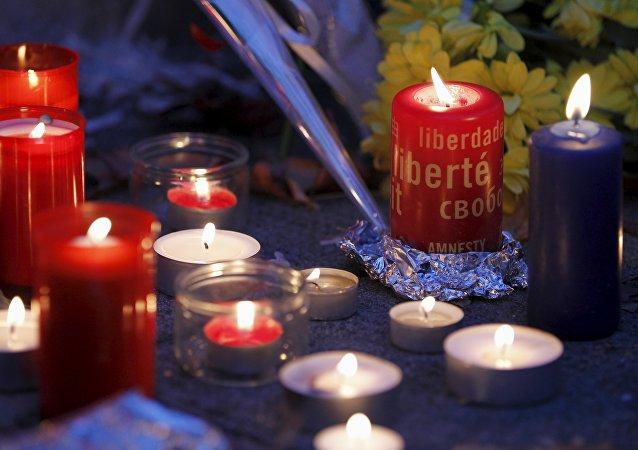 Velas en homenaje a las víctimas de los atentados de París en Ginebra