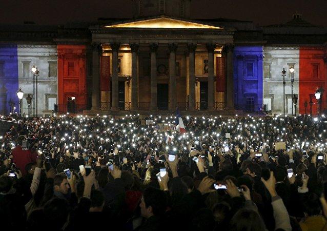 Vigilia silenciosa en Londres por las víctimas de París