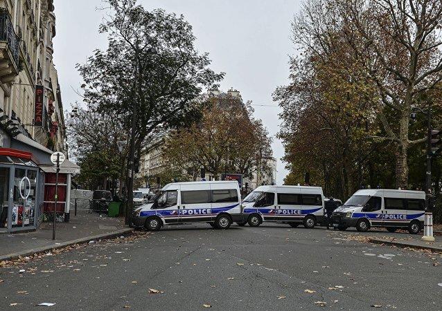 Los coches de policía cerca del teatro Bataklan