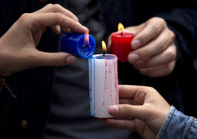 El mundo expresa su dolor por las víctimas de los atentados en París