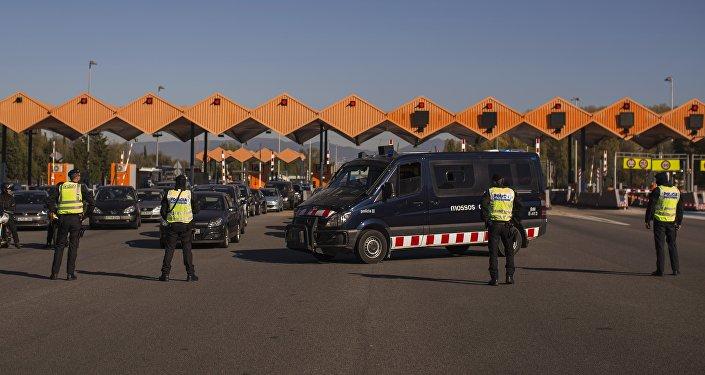 Policía española controla las fronteras tras los atentados en París