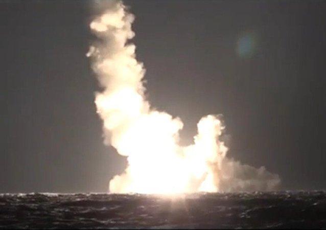 Submarino ruso dispara por primera vez dos misiles Bulavá