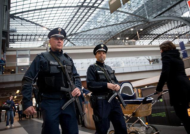 Presencia policial se ha reforzado en las estaciones de trenes en Alemania tras los atentados en París