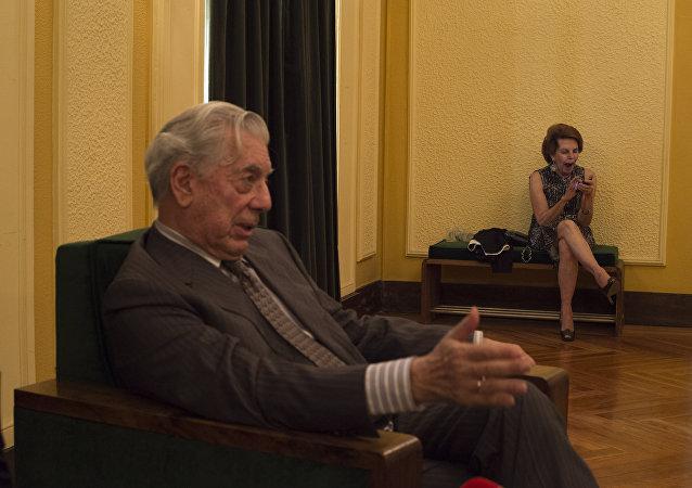 Mario Vargas Llosa con su esposa Patricia Llosa