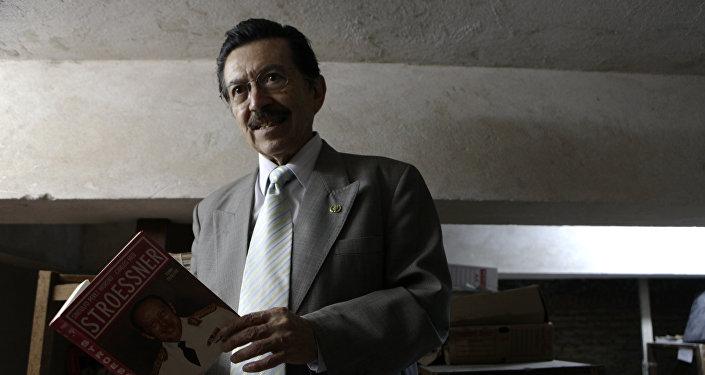 Activista de DDHH paraguayo, Martín Almada, estudia documentos conectados con Operación Cóndor
