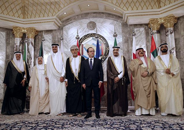 Presidente de Francia, François Hollande, con los líderes de los países del Golfo