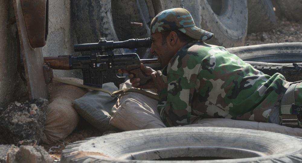 Soldado del ejército sirio en la lucha contra los terroristas