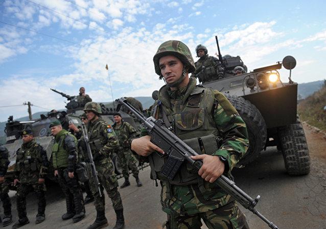 Soldados de KFOR en Kosovo