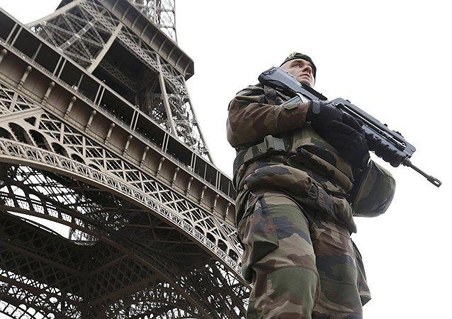 Un soldado de la Patrulla militar francesa