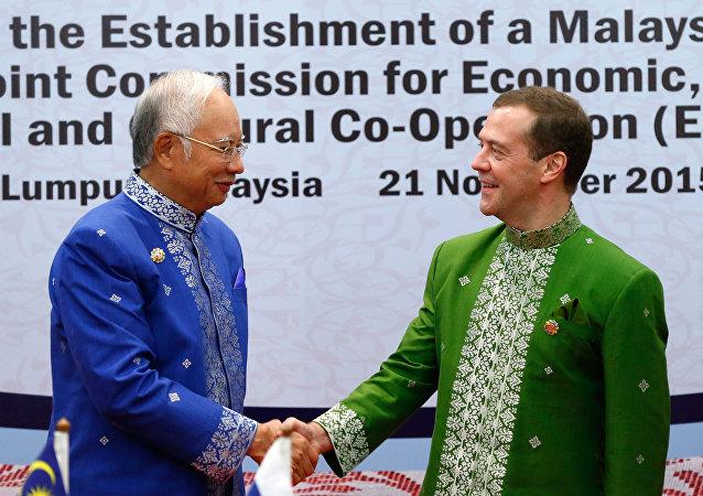 Primer ministro de Malasia, Najib Tun Razak y primer ministro de Rusia, Dmitri Medvédev, en Kuala Lumpur