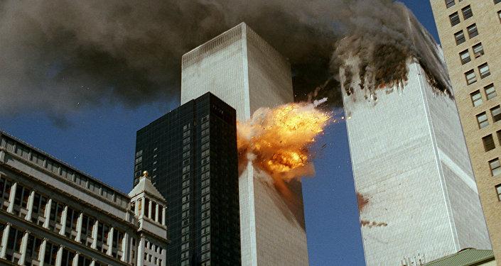 Momento del impacto del vuelo 175 contra la torre sur del World Trade Center, 11 de septiembre 2001