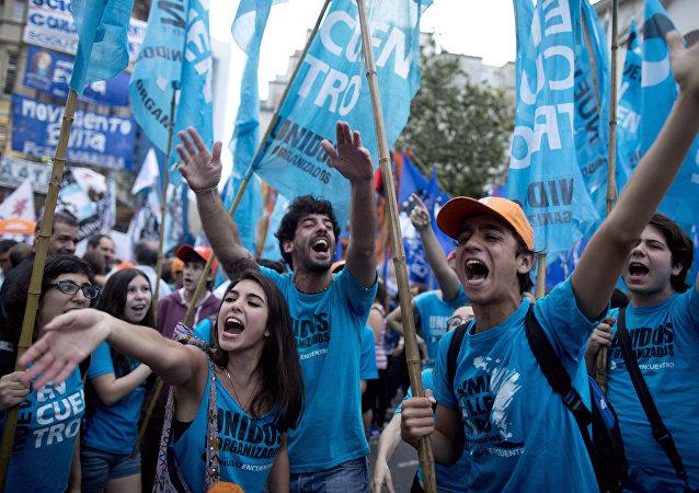 Partidarios de Daniel Scioli, candidato presidencial del gobernante FpV