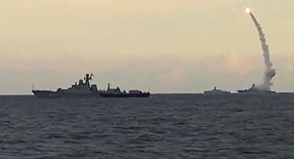 Lanzamiento del misiles de crucero Kalibr