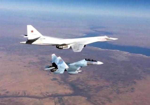 Caza Su-30 y bombardero Tu-160 rusos en Siria (archivo)