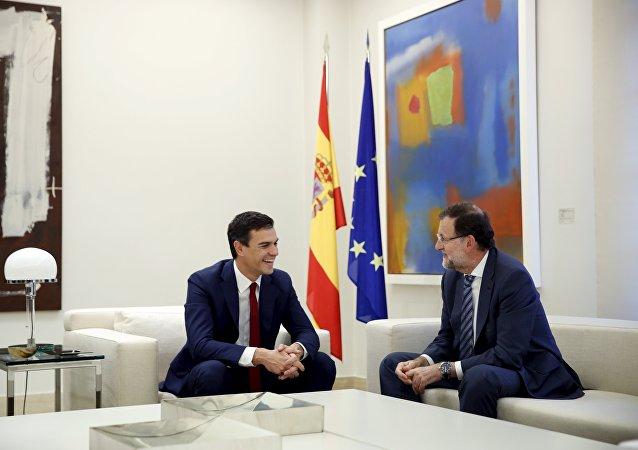 Líder del PSOE, Pedro Sánchez (izda.) y Mariano Rajoy