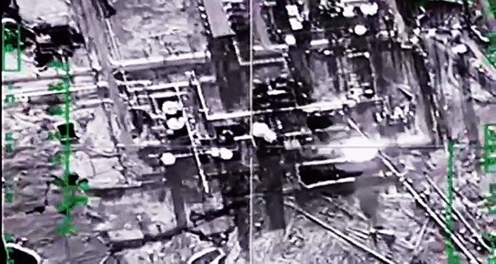 Fuerzas Aeroespaciales de Rusia destruyen refinería de petróleo del EI en provincia Deir ez-Zor, Siria (Archivo)