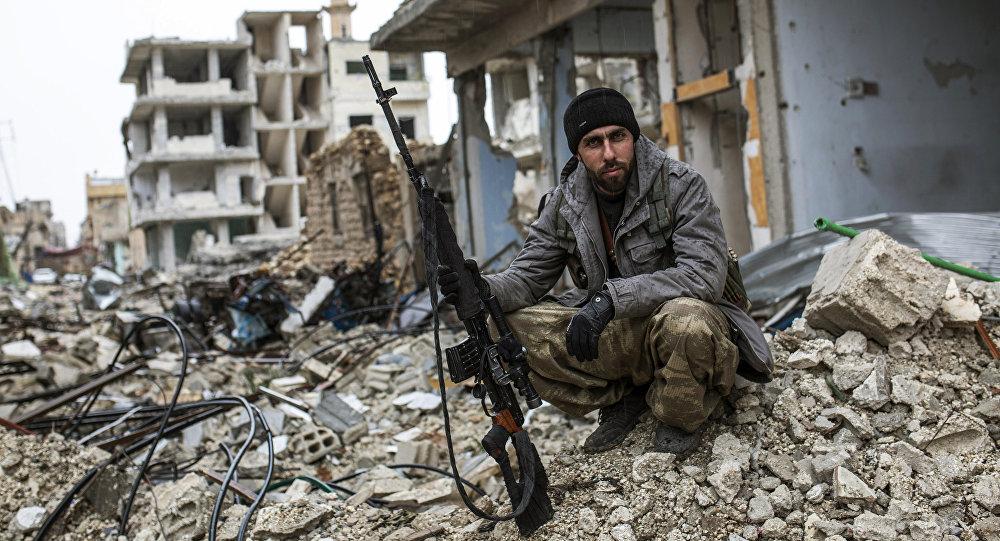 Un francotirador kurdo en la ciudad siria de Kobani