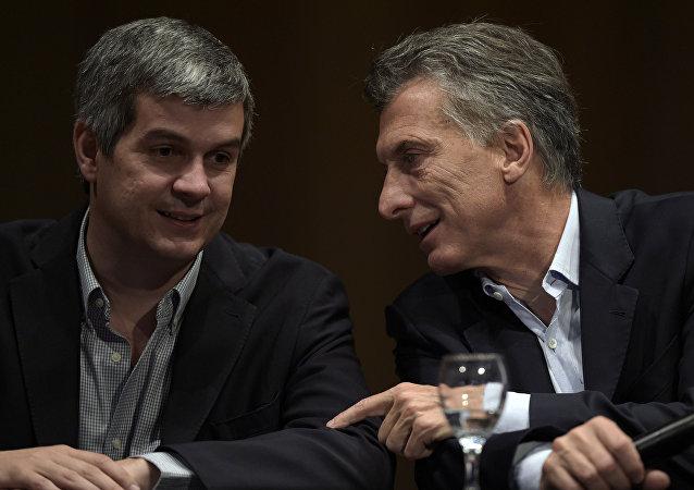 Jefe de gabinete del Gobierno, Marcos Peña, y presidente de Argentina, Mauricio Macri