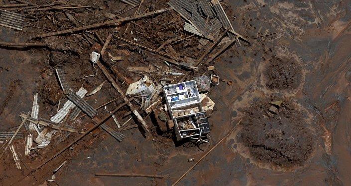 Consecuencias de la ruptura de la represa minera de Samarco en Mariana, Brasil (archivo)