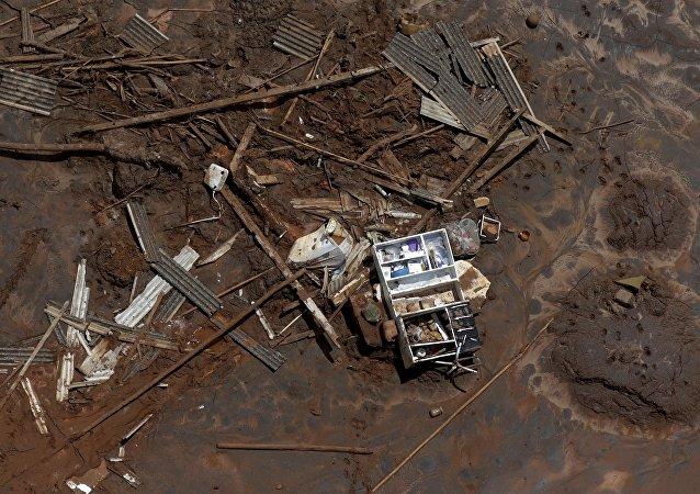 Consecuencias de la ruptura de la represa minera (imagen referencial)