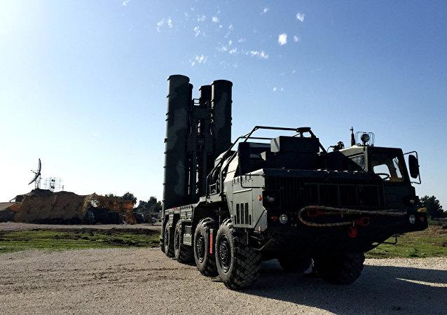 El sistema S-400 en el aeródromo de Hmeymim en Siria