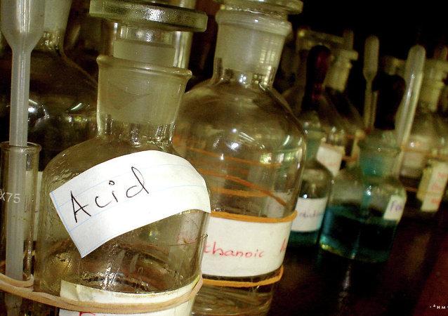 Activistas celebran ley que castiga severamente ataques con ácido en Colombia