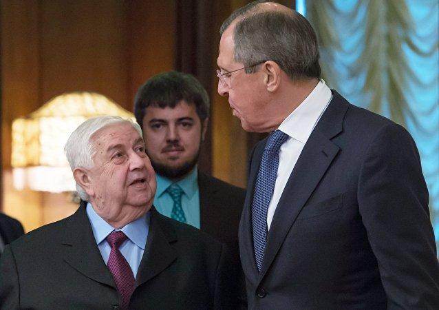 Ministro de Exteriores de Siria, Walid Mualem, y canciller de Rusia, Serguéi Lavrov (archivo)