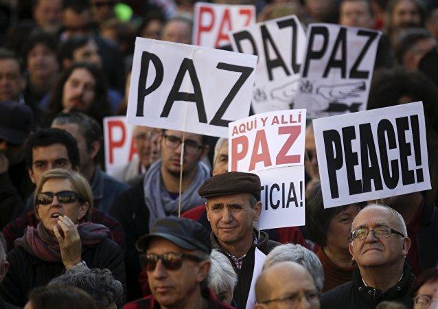 Protestas en contra la guerra en Siria y el terrorismo yihadista en Madrid
