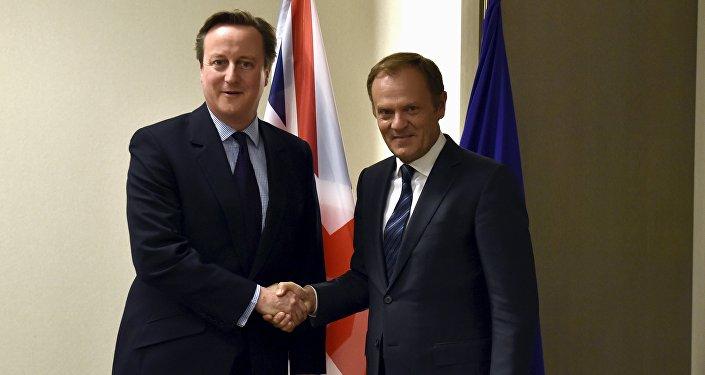 Primer ministro del Reino Unido, David Cameron, y presidente del Consejo Europeo, Donald Tusk