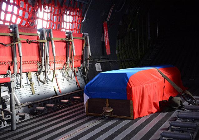 Avión con el cuerpo del piloto Oleg Péshkov