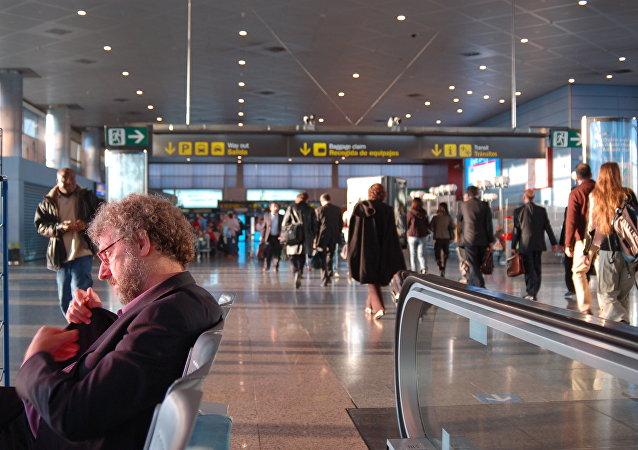 Pasajeros en el aeropuerto Barajas de Madrid