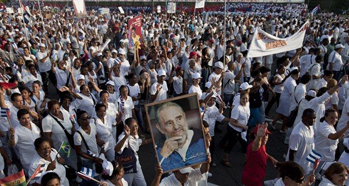 Médicos cubanos celebran el  Día Internacional de los Trabajadores en La Habana, Cuba