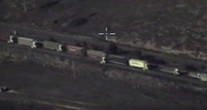 Camiones de carga pesada cruzan la frontera sirio-turca
