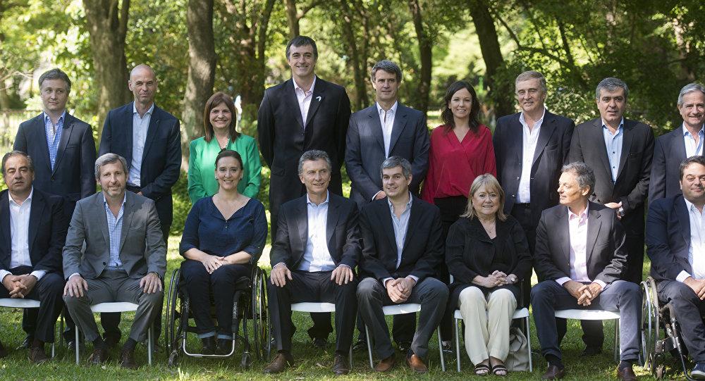 Mauricio Macri, presidente electo de Argentina, con algunos miembros de su nuevo gabinete