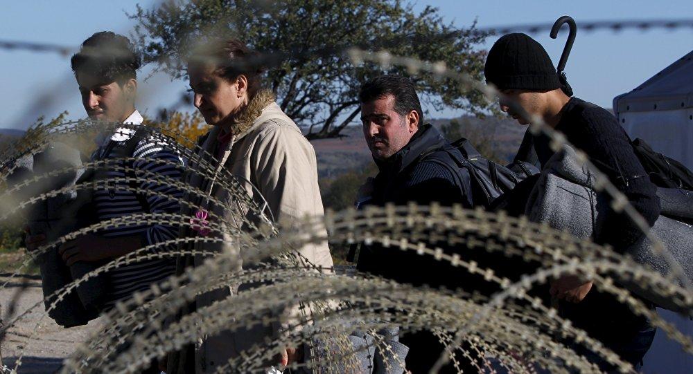 Migrantes en la frontera entre Grecia y Macedonia (archivo)