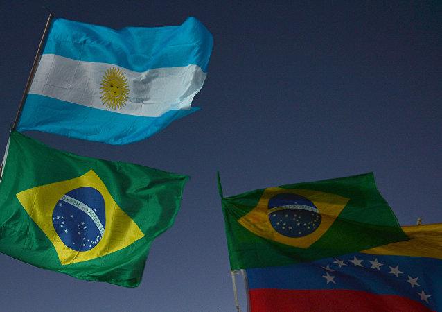Banderas de Argentina, Brasil y Venezuela