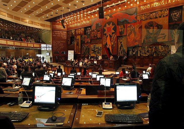 Parlamentarios ecuatorianos en una sesión del Asamblea Nacional en Quito