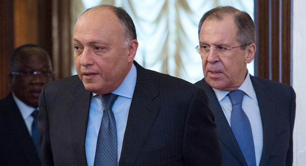 El canciller de Rusia, Serguéi Lavrov, con su homólogo egipcio, Sameh Shukri (archivo)