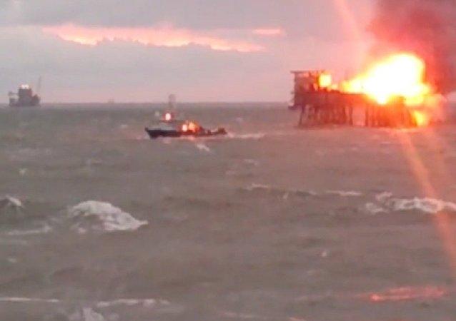 Incendio en plataforma petrolera Gunesli en el Mar Caspio