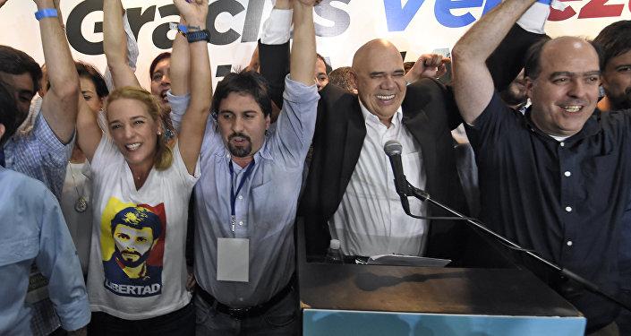 Oposición venezolana celebra la victoria en las elecciones parlamanetarias